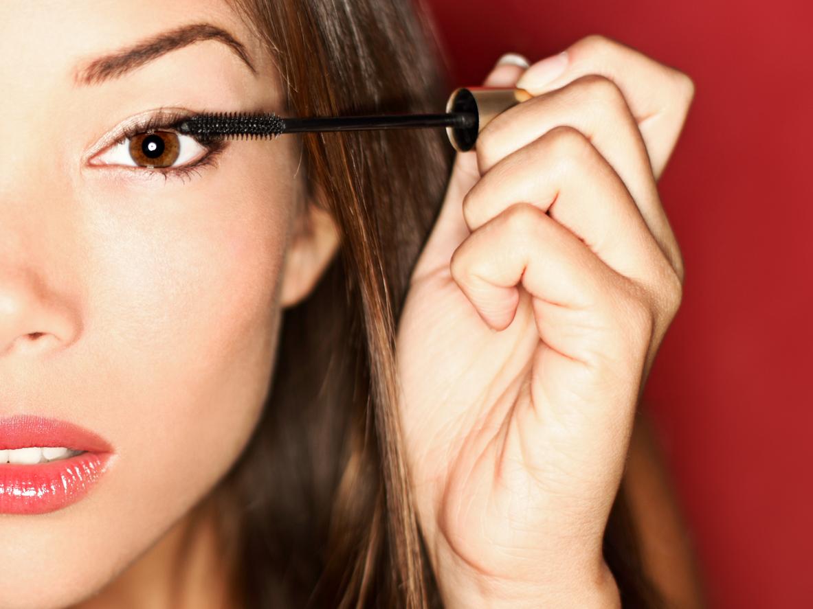 Come usare il mascara per allungare le ciglia